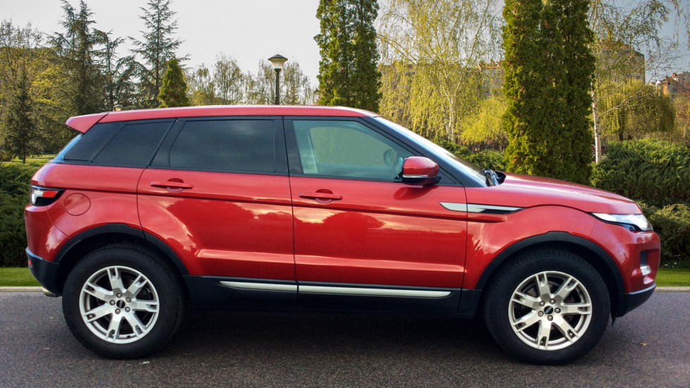 http://eu.cdn.autosonshow.tv/1147/guidedpauseautoimageautodirect/GJ61TNE/LAND_ROVER__RANGE_ROVER_EVOQUE__SD4_PURE__DIESEL__RED__2011__GJ61TNE-e05_md.jpg