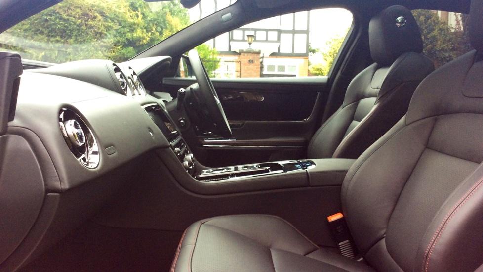 Jaguar XJ 3.0d V6 R-Sport 4dr image 3