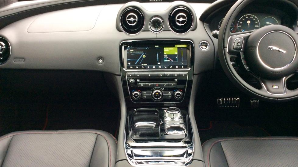 Jaguar XJ 3.0d V6 R-Sport 4dr image 10