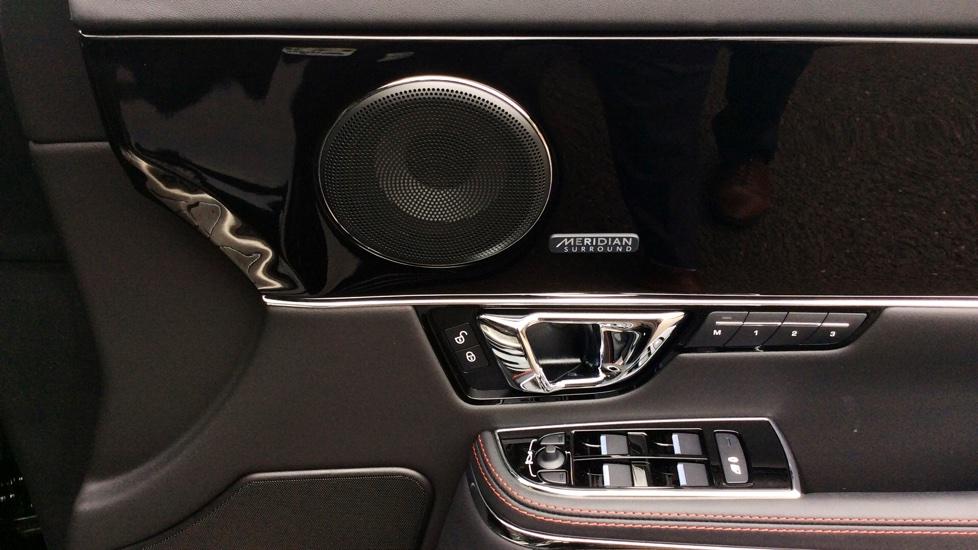 Jaguar XJ 3.0d V6 R-Sport 4dr image 13