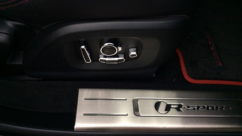 Jaguar XJ 3.0d V6 R-Sport 4dr image 14