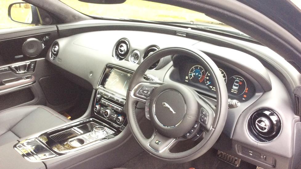 Jaguar XJ 3.0d V6 R-Sport 4dr image 15