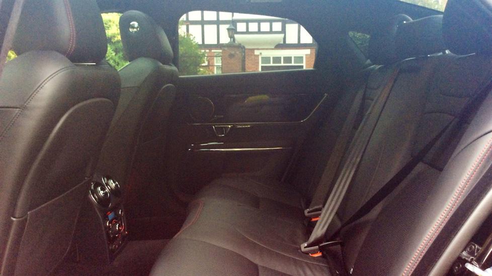 Jaguar XJ 3.0d V6 R-Sport 4dr image 23