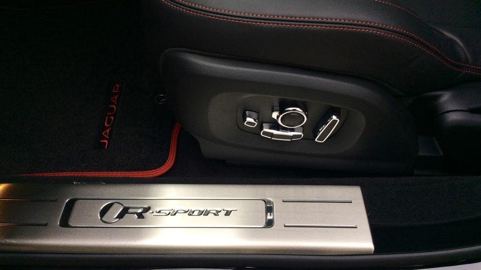 Jaguar XJ 3.0d V6 R-Sport 4dr image 26