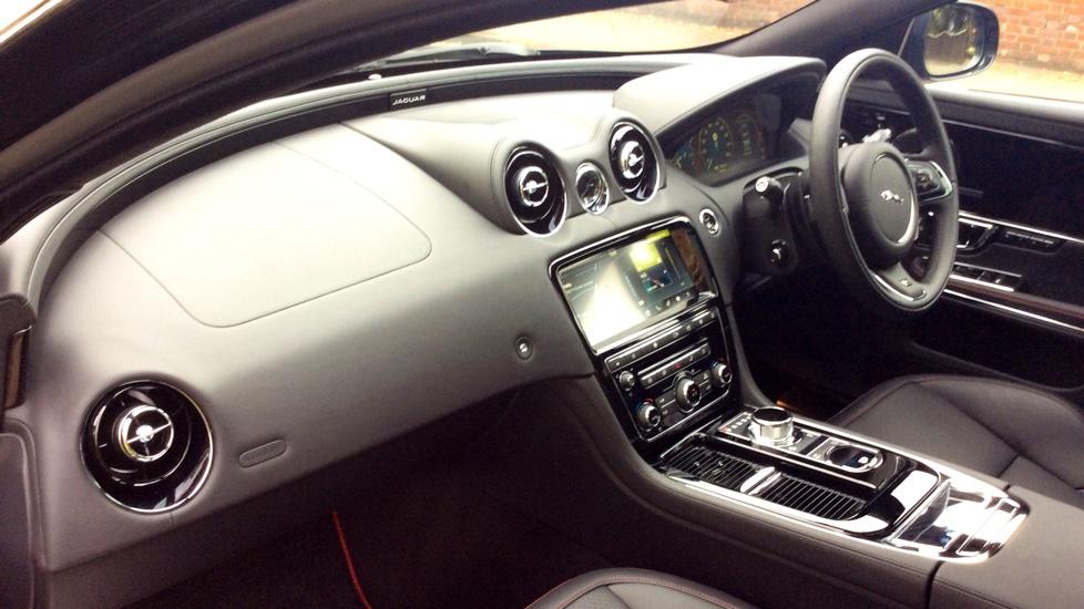 Jaguar XJ 3.0d V6 R-Sport 4dr image 29