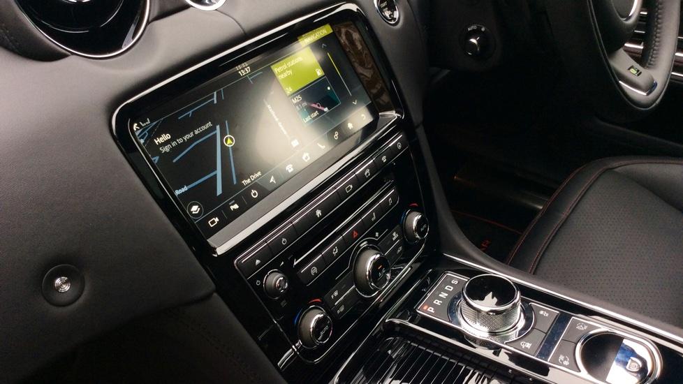 Jaguar XJ 3.0d V6 R-Sport 4dr image 30