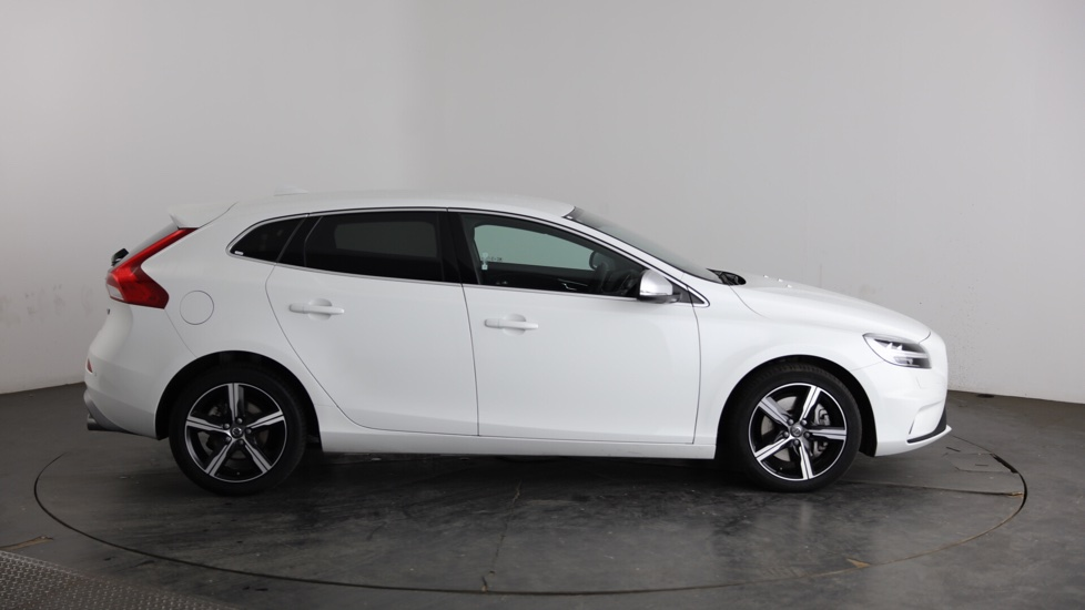 Volvo V40 D3 R-Design - Satellite Navigation - Winter Pack - Dark Tinted Cargo Windows