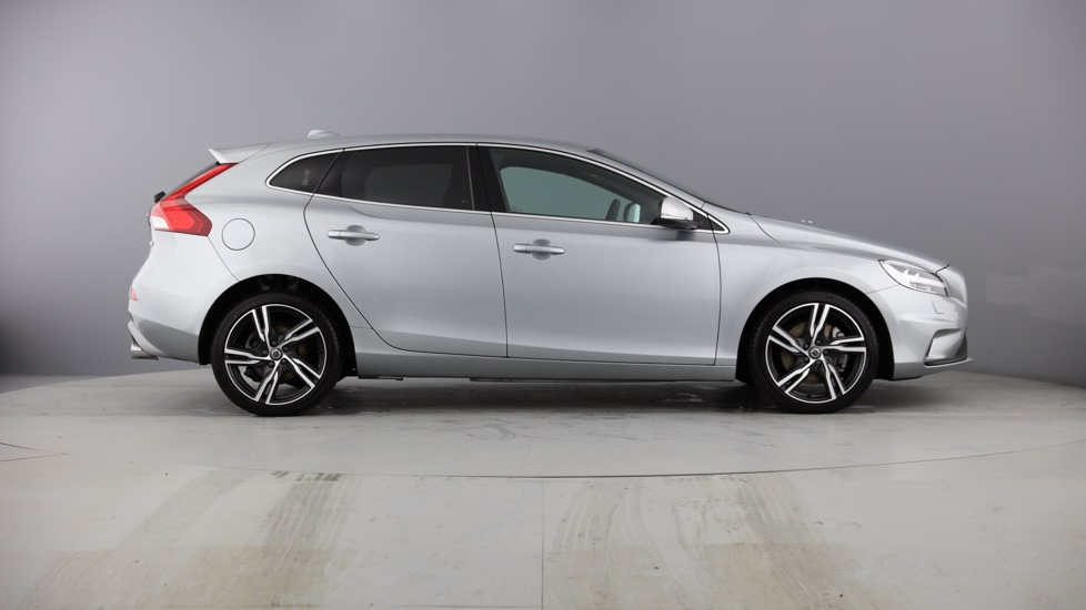 Volvo V40 D4 R-Design Pro Automatic with Blind Spot Information System with Cross Traff