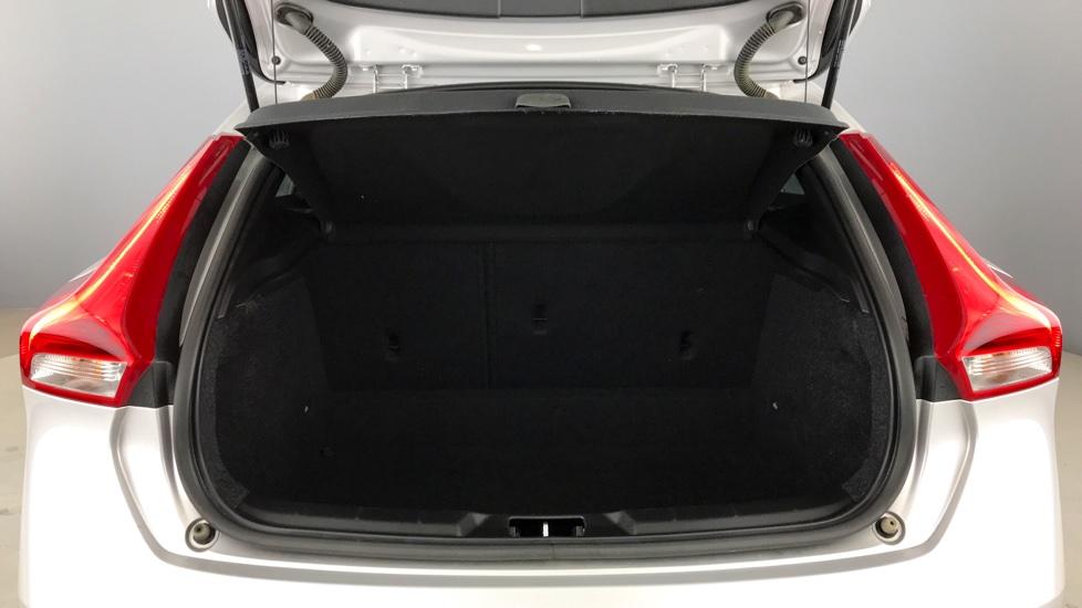 Volvo V40 D3 R-Design Nav Plus (Winter Pack, Window Tints)