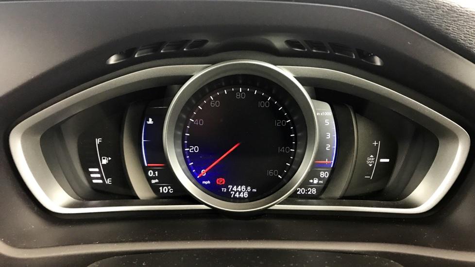 Volvo V40 D2 R-Design Pro Manual (Sat Nav, Rear Park Assist)
