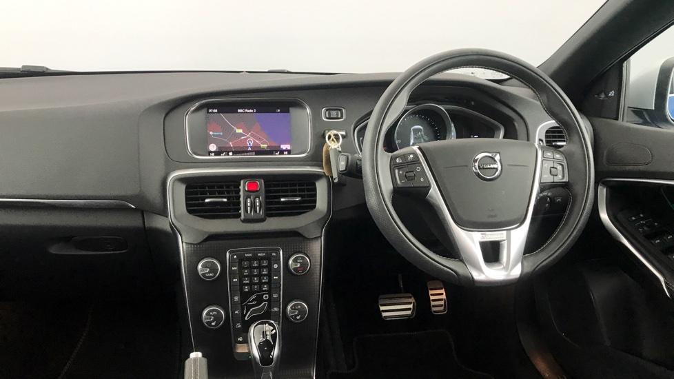 Volvo V40 D4 R-Design Pro Auto, Xenium, Pano Roof, Intellisafe Pro, Winter Plus, OnCall