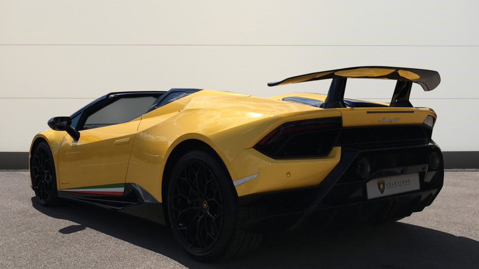 Lamborghini Huracan Performante Spyder LP 640-4 2dr image 2