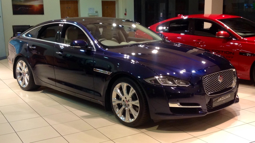 Jaguar XJ Portfolio New and Unregistered Save £9,778 ! 3.0 Diesel Automatic 4 door Saloon (2017)
