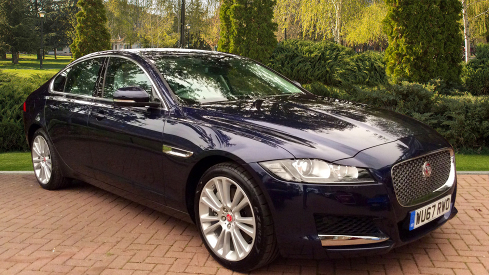 Jaguar XF 3.0d V6 Portfolio 300PS 4dr RWD Auto Diesel Automatic Saloon (2017) at Land Rover Swindon thumbnail image