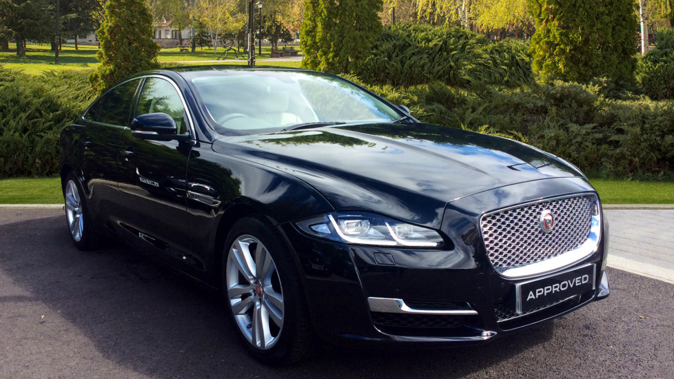 Jaguar XJ 3.0d V6 Premium Luxury Diesel Automatic 4 door Saloon (2017) image