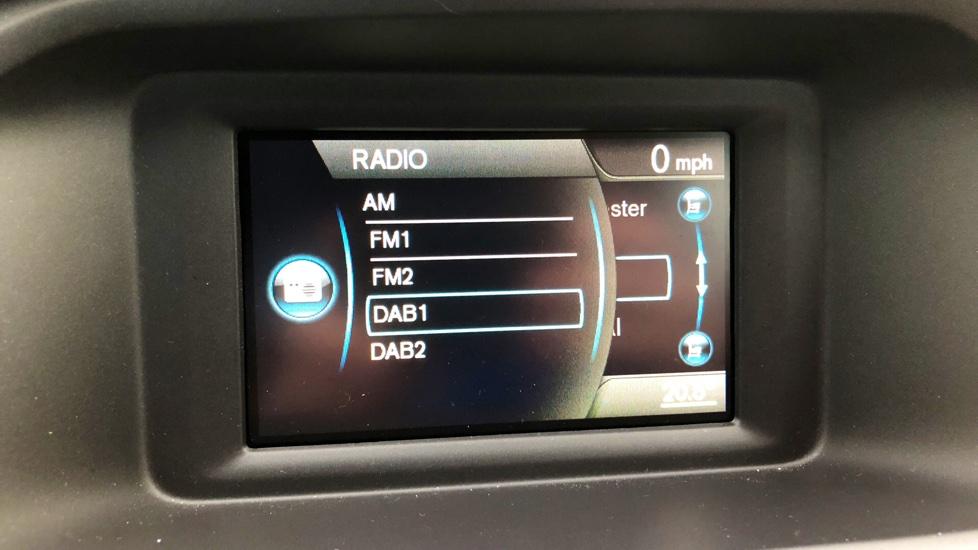 Volvo V40 T2 Momentum Manual