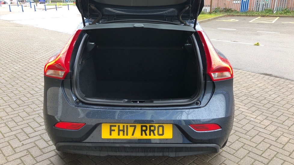 Volvo V40 D2 Momentum Manual. Winter Pack and 62 litre fuel Tankl