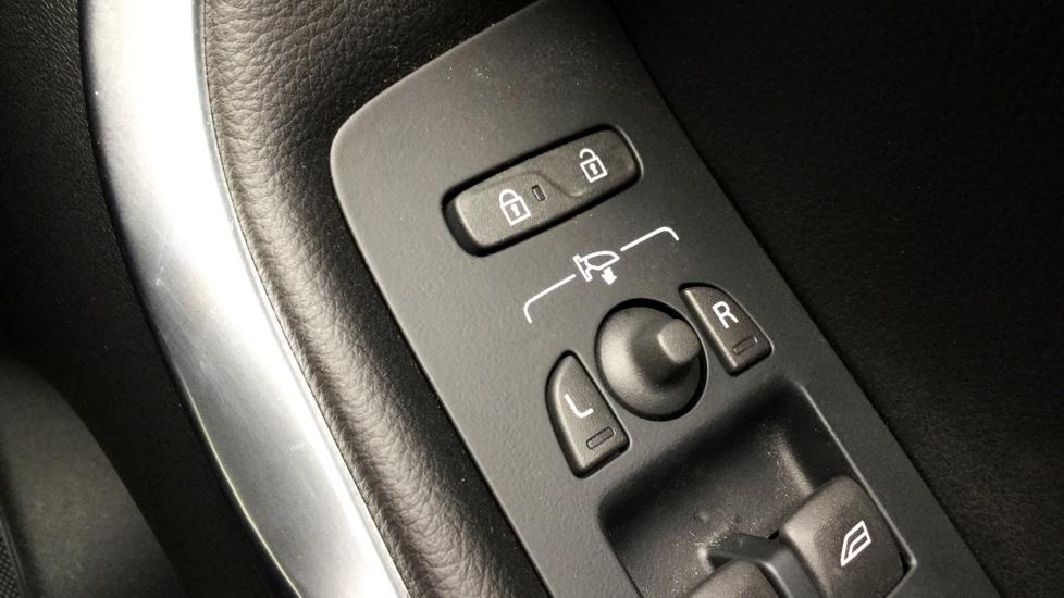 Volvo V40 D3 (150hp) Inscription Nav, WINTER PACK, FULL LEATHER, CRUISE CONTROL