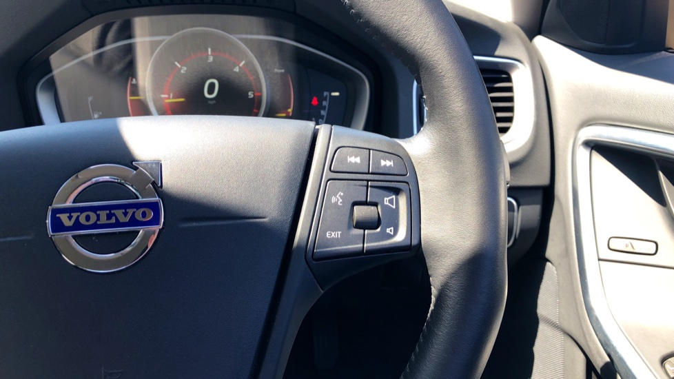 Volvo S60 D2 Business Edition Automatic - Heated Seats - Active Bending Headlights