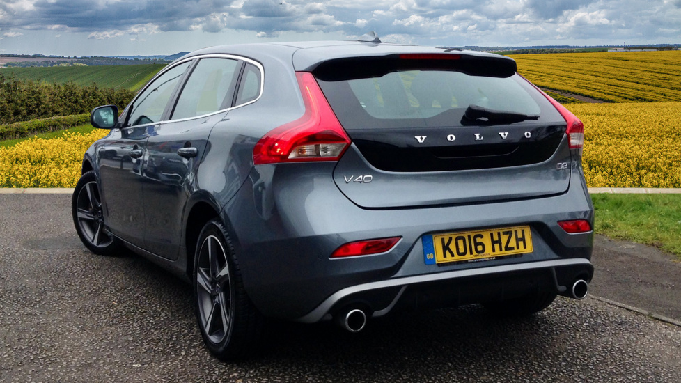 Volvo V40 D2 R-Design Lux Nav Automatic - Navigation - Heated Seats - Heated Screen