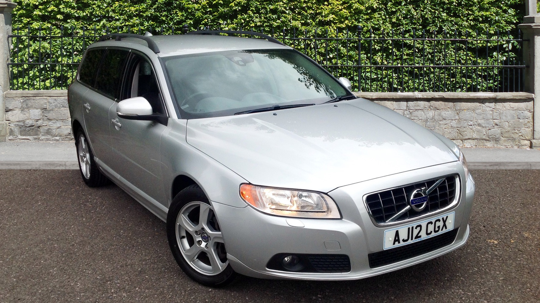 volvo v70 d3 se auto leather used vehicle by yeovil. Black Bedroom Furniture Sets. Home Design Ideas