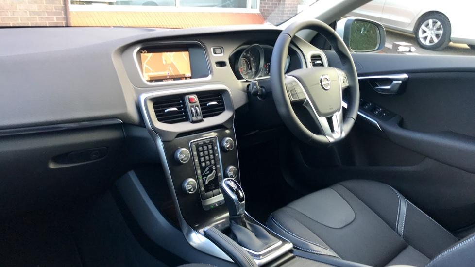 Volvo V40 T2 Momentum Automatic Nav Plus Winter Pack