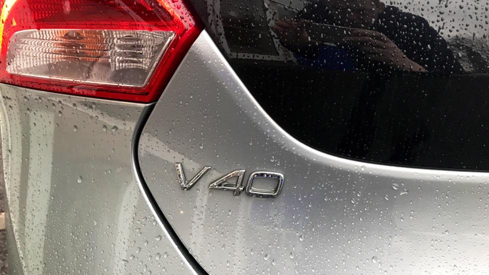 Volvo V40 D3 (150hp) R-Design (Winter Pack)