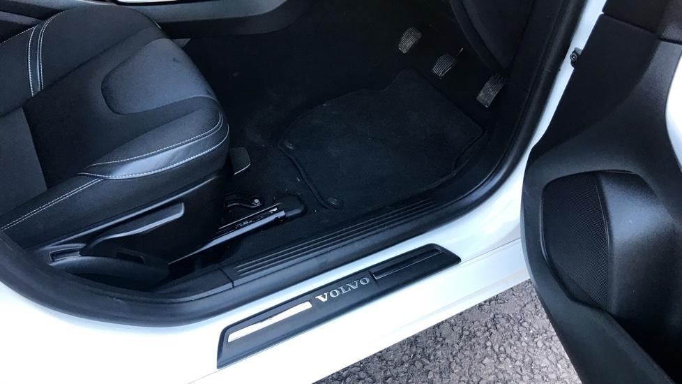 Volvo V40 D4 (188hp) SE Manual (Winter Pack, Sensus Nav)