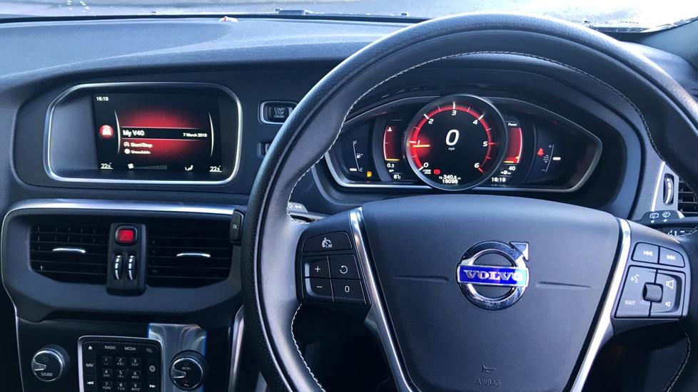 Volvo V40 D2 (120hp) R-Design Nav Manual