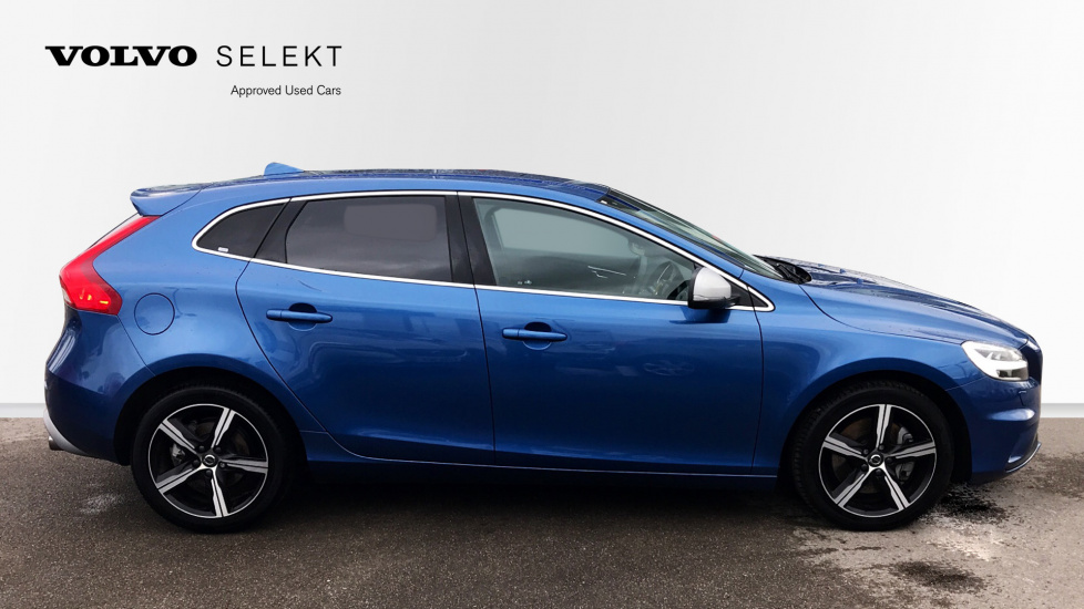 Volvo V40 D3 R-Design Manual Sat Nav, Rear Park Assist, Tints, Winter Pack, Bluetooth