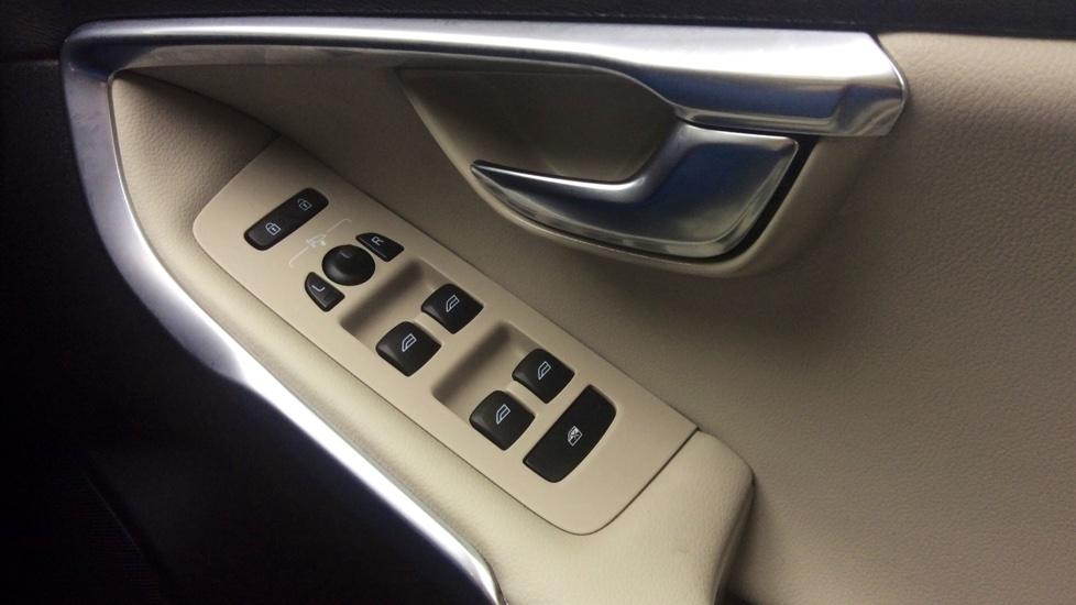 Volvo V40 D2 SE Lux Nav Manual