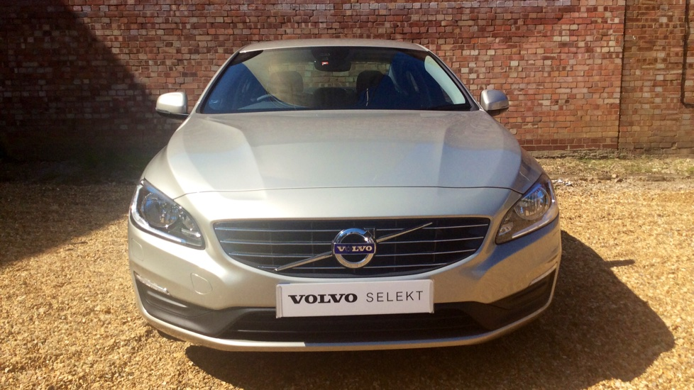 Volvo S60 D4 (190) SE Nav Manual ** LESS THAN 500 MILES ** (Satellite Navigation, Winter Pack, Volvo On-Call, Active TFT Display)