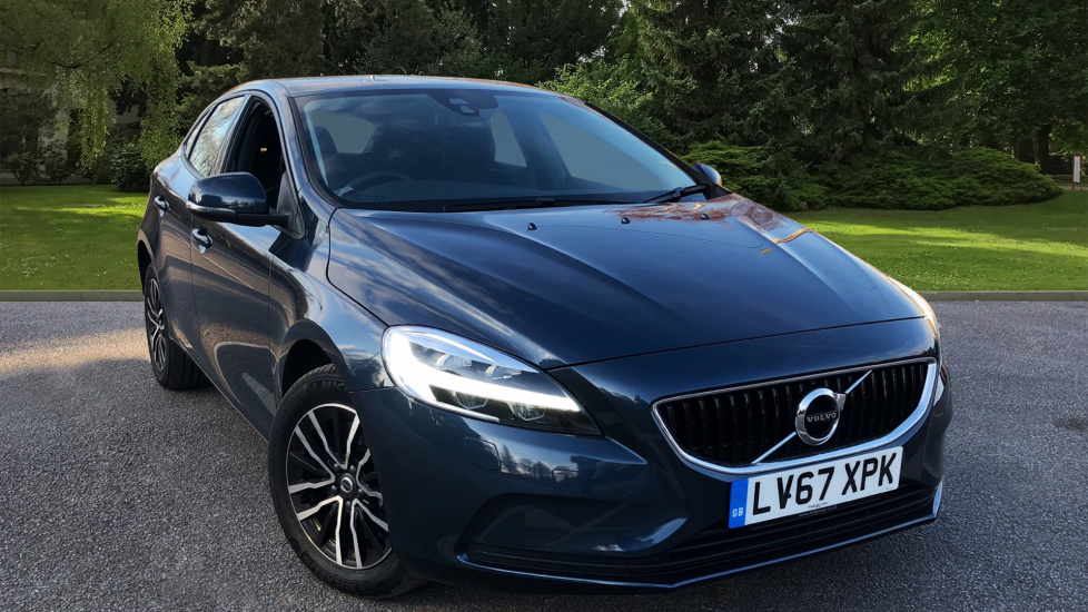 Volvo V40 T2 Momentum Auto Nav Plus + WINTER PACK