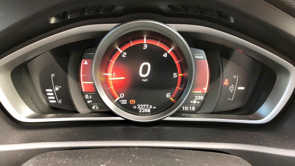 Volvo V40 D3 Inscription 5-Door + TEMPA SPARE WHEEL KIT