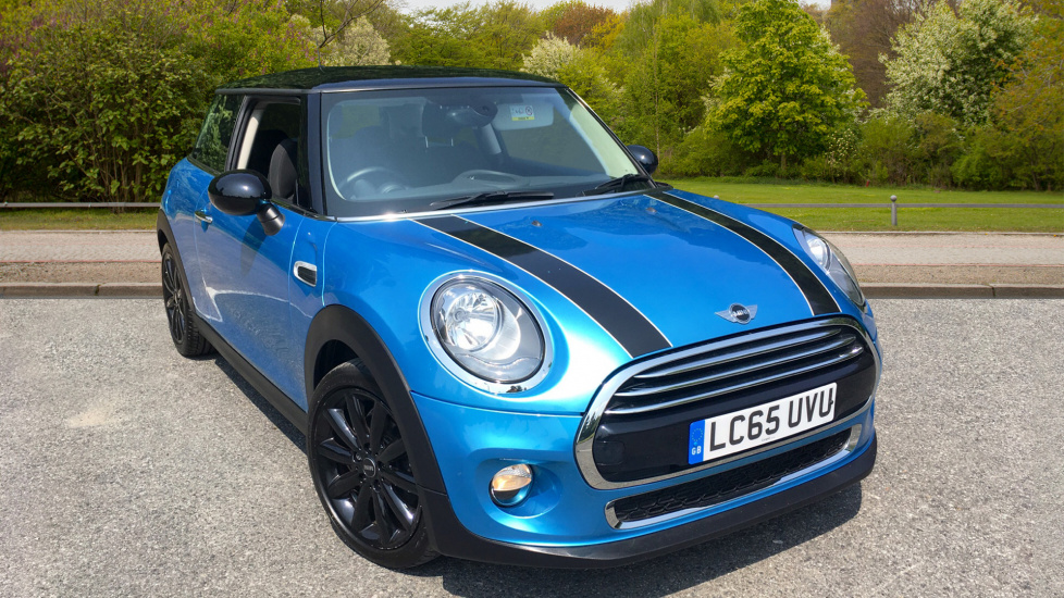 Mini Cooper 1.5 Cooper 3dr with Chilli Pack, Cosmos Black Alloys, Visual Boost Audio & Rear Park Assist Hatchback (2015) image