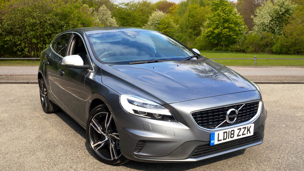 Volvo V40 D4 190hp Euro 6 R-Design Pro Nav Auto with Winter Pack, ECC, Sat Nav & LED Headlamps 2.0 Diesel Automatic 5 door Hatchback (2018) image