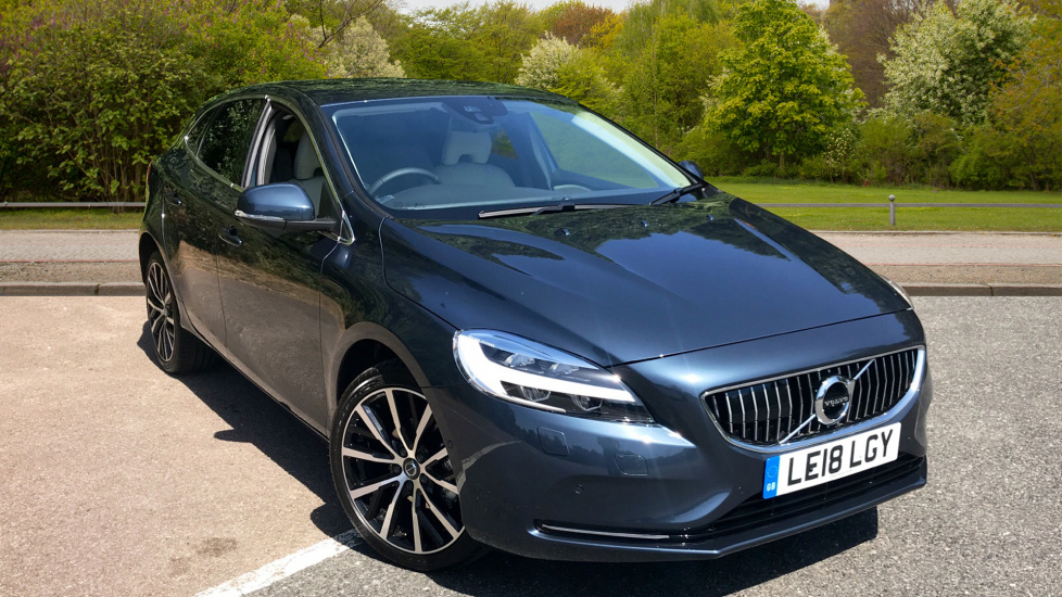 Volvo V40 D2 Inscription Manual, Winter Pack, Privacy Glass, Rear Parking Camera & Navigation 2.0 Diesel 5 door Hatchback (2018)