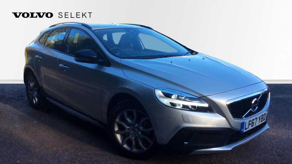 Volvo V40 D2 120hp Cross Country Pro Nav Auto with Rear Parking Camera, Winter Pack & Elec Driver's Seat 2.0 Diesel Automatic 5 door Hatchback (2017) image