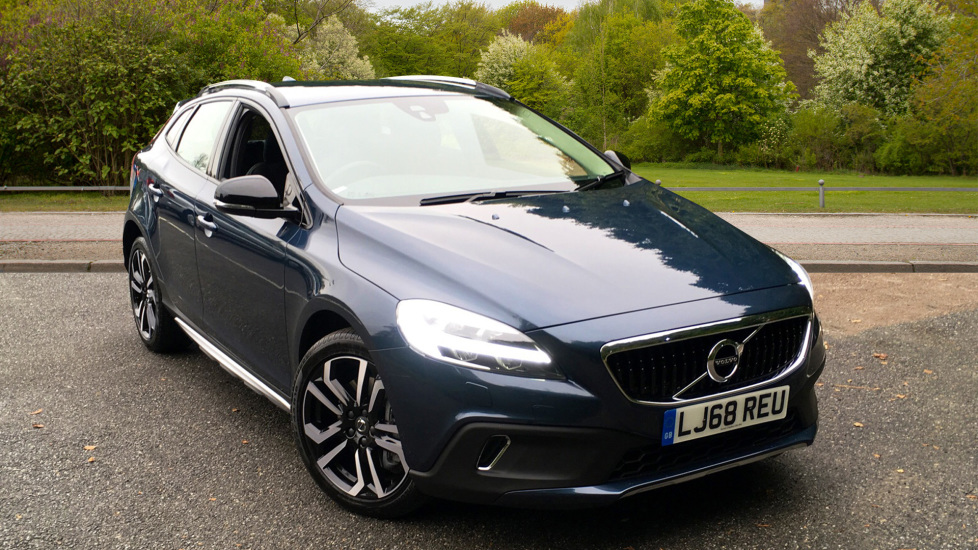 Volvo V40 D3 150hp Euro 6 Cross Country Pro Nav Auto with Winter Pack, Sensus Nav & Cruise Control 2.0 Diesel Automatic 5 door Hatchback (2018) image