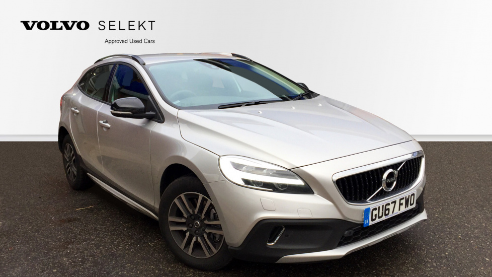 Volvo V40 D2 Cross Country TFT Drivers Display, Front & Rear Park Assist, Winter Pack 2.0 Diesel 5 door Hatchback (2018) image