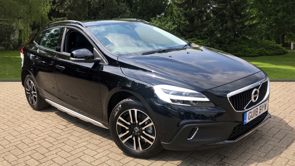 Volvo V40 D3 Cross Country Manual With DAB Radio, Alloy Wheels & Cruise Control 2.0 Diesel 5 door Hatchback (2018) image