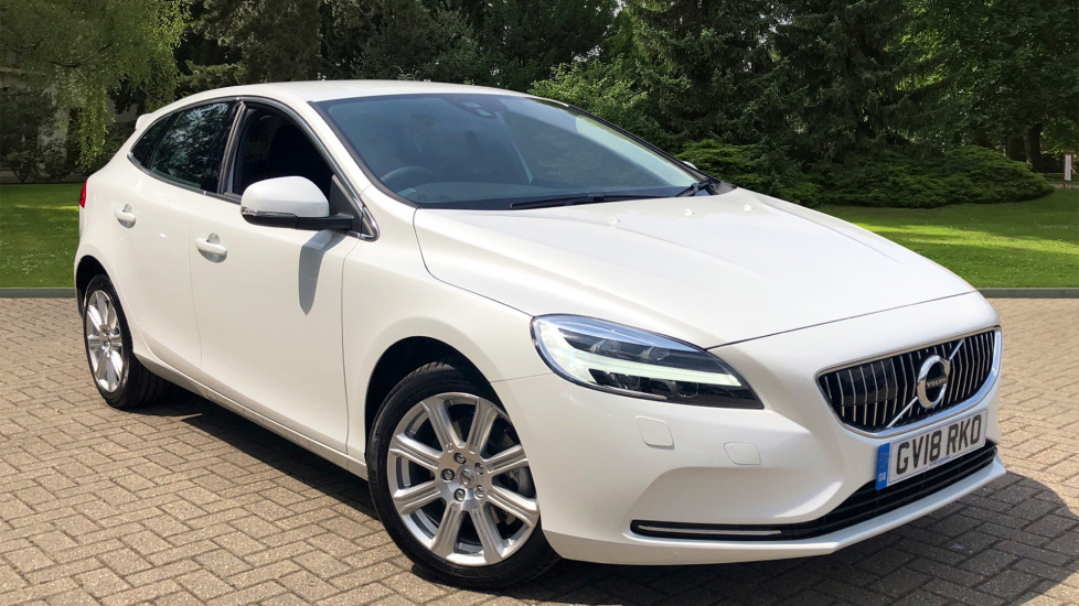 Volvo V40 T3 Inscription Manual W. Rear Park Assist, Active LED Headlights & Cruise Control 2.0 5 door Hatchback (2018) image