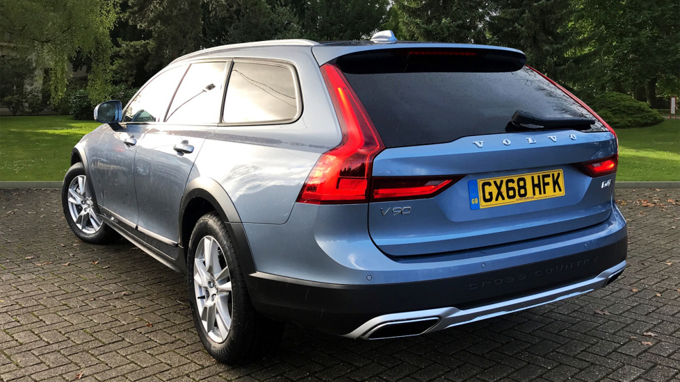 Volvo V90 2.0 D4 Cross Country AWD Auto W. Winter Pack, Dark Tinted Windows & Sensus Navigation  image 2