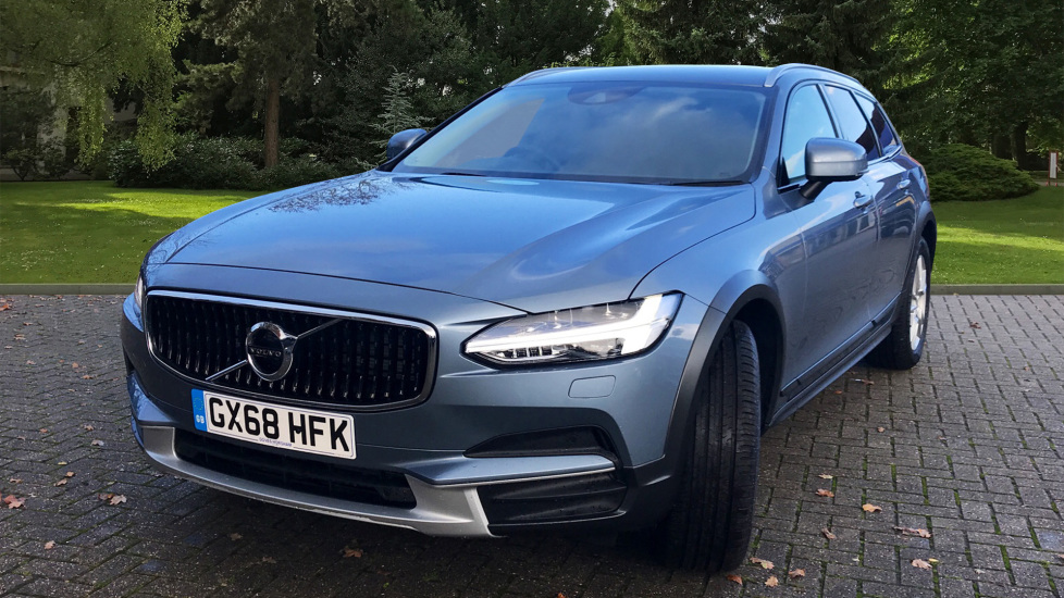 Volvo V90 2.0 D4 Cross Country AWD Auto W. Winter Pack, Dark Tinted Windows & Sensus Navigation  image 9