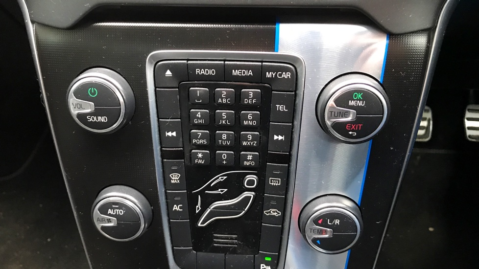 Volvo V40 D2 RDESIGN PARK ASSIST+DAB RADIO