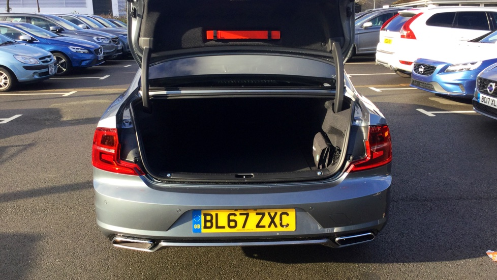Volvo S90 D4 R-Design Pro Automatic with Bliss, Rear Park and Keyless Entry