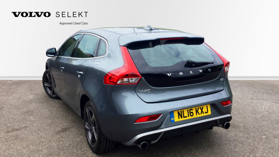 Volvo V40 T2 R-Design Manual Petrol with sprots style and bluetooth