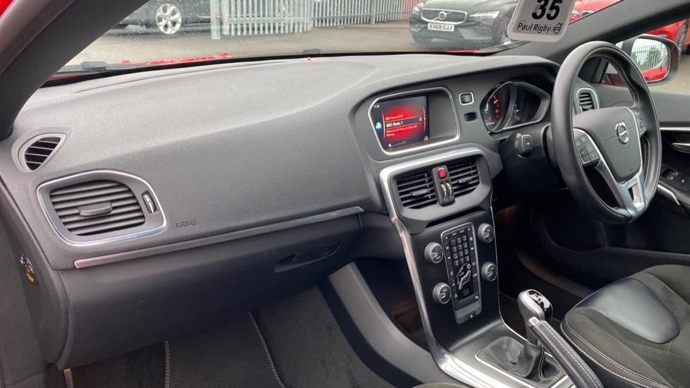 Volvo V40 T2 (121 BHP) R-Design Manual, Sensus Navigation, Rear Park Assist, Bluetooth
