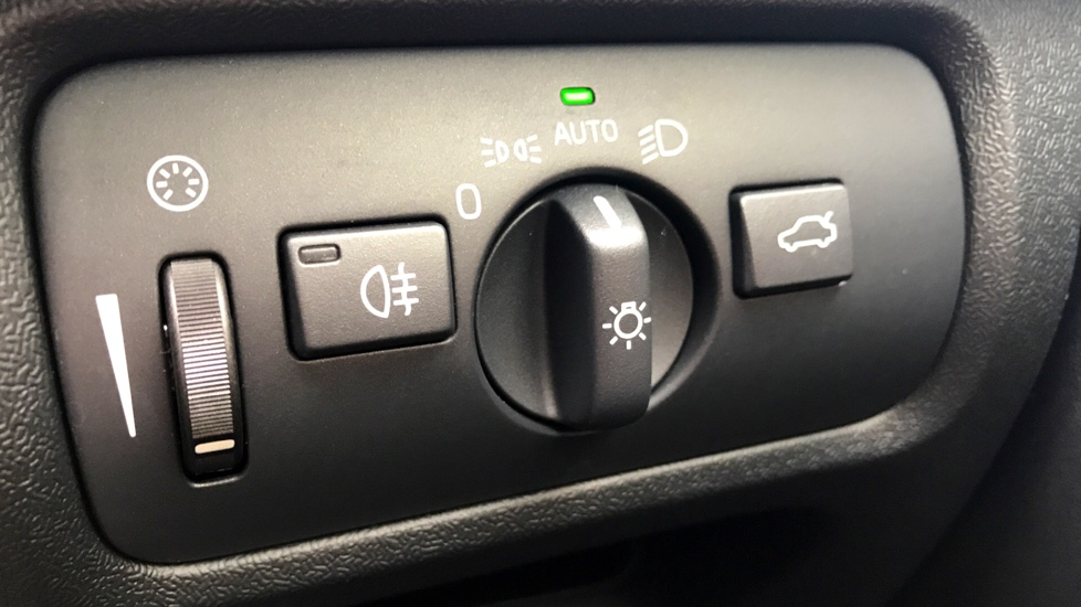 Volvo V40 D3 (150 BHP) R-Design Pro Manual, Sensus Navigation, Rear Park Assist