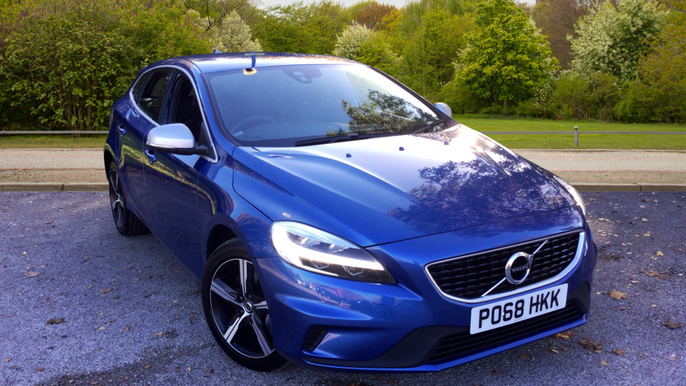 Volvo V40 D3 [4 Cyl 150] R DESIGN with Winter Pack 2.0 Diesel 5 door Hatchback (2018) image